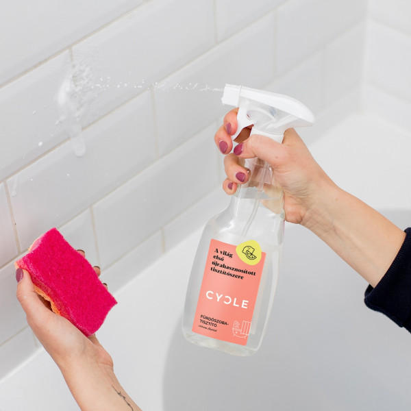 Cycle bathroom cleaner with lid or spray